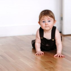 Исследователи назвали напольные покрытия и мебель, вредные для детей