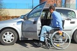 Депутат Госдумы предлагает разработать законопроект, предоставляющий инвалидам-колясочникам бесплатный автомобиль