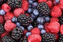 Ягоды и виноград темного цвета способствуют очищению и здоровью легких