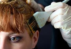 Частое окрашивание и выпрямление волос провоцирует рак груди